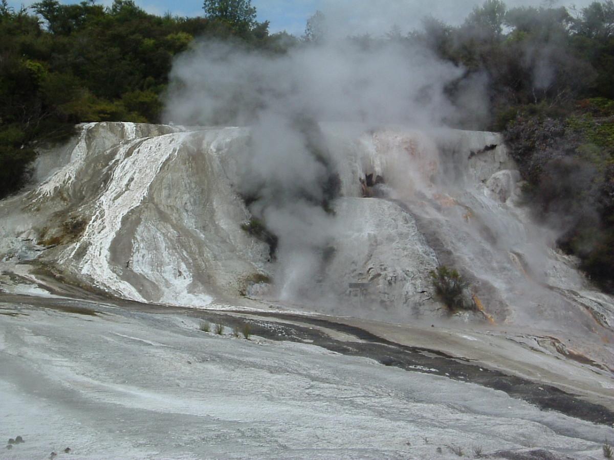 White/grey Rocks, Mud & Steam