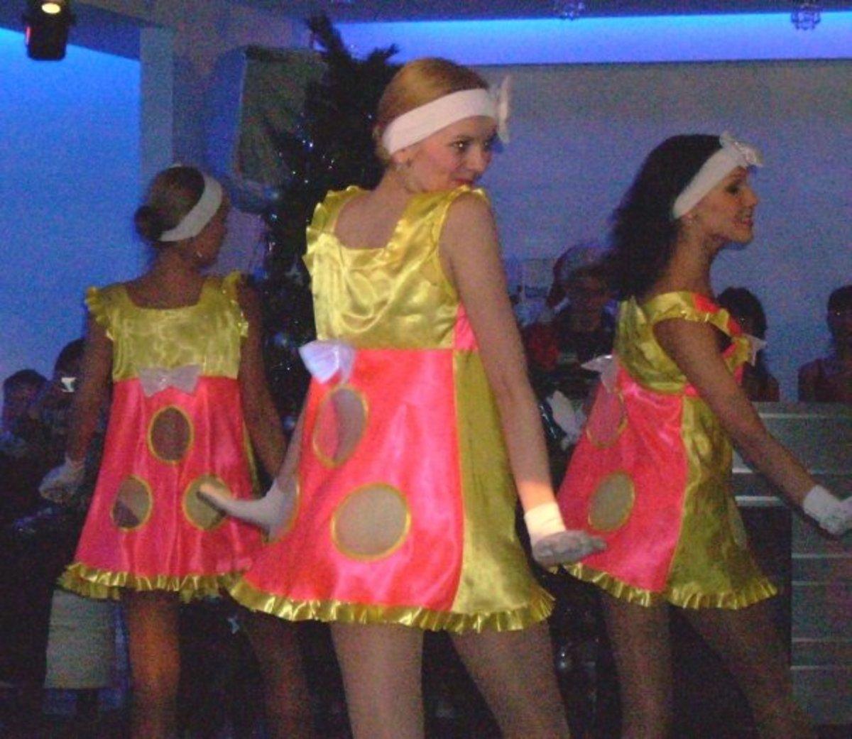 Holiday Celebration Dancers at Volzhanka