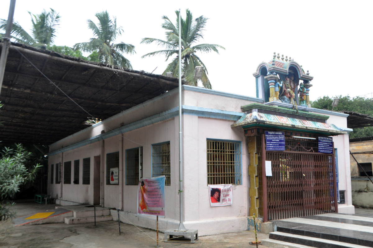 El templo está abierto para el público 06 a.m.-ocho y treinta de la mañana y de nuevo 17:00-20:00.  Queda especialmente abierta 06 a.m.-12:30 en el mediodía del jueves.