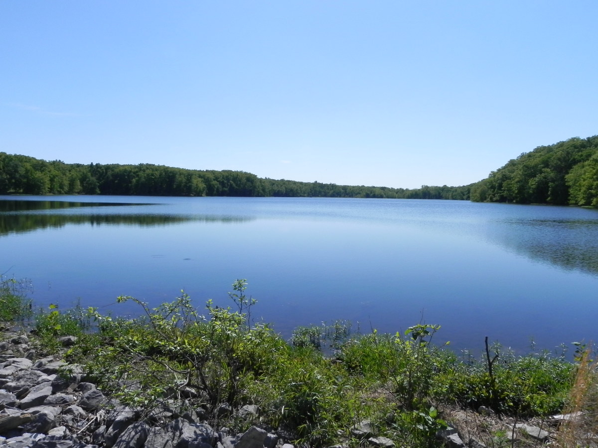 An overlook of Hematite Lake