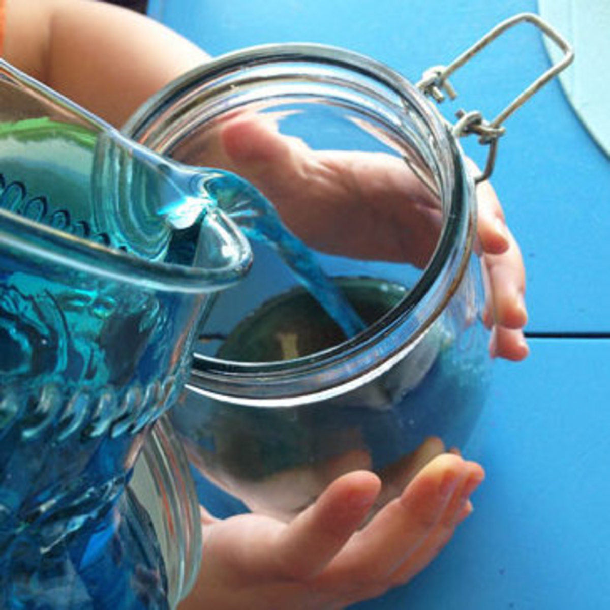 Filling a jar with sand and blue water to represent the Earth - Image credit: http://www.cbc.ca/parents/play/view/activity_for_kids_make_an_ocean_in_a_jar
