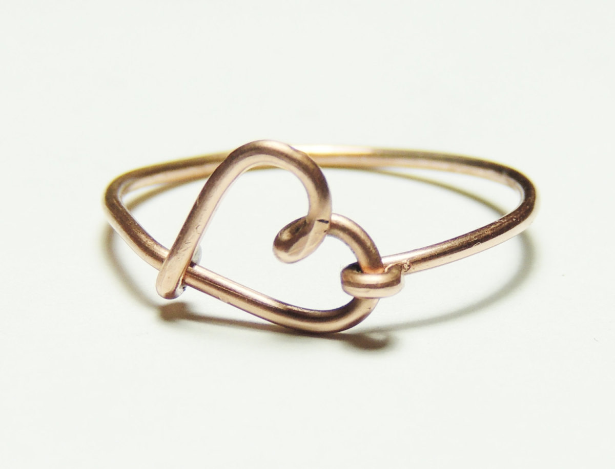 Simple heart shaped wire finger ring image