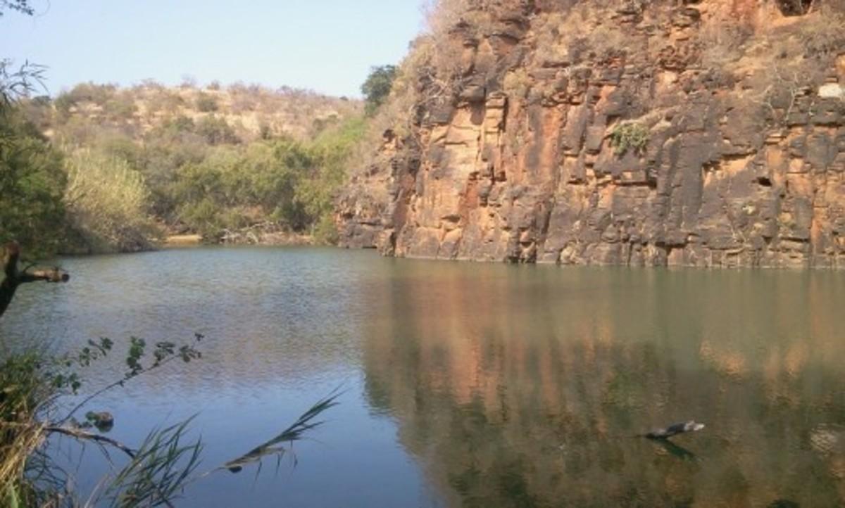Rooikrans Dam at Groot Marico © Martie Coetser (Spring 2012)