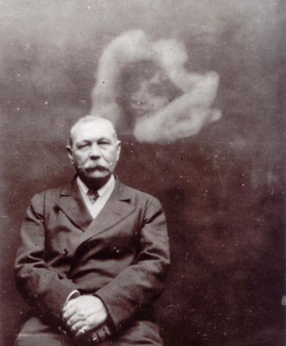 Sir Arthur Conan Doyle photographed with a spirit by Ada Deane