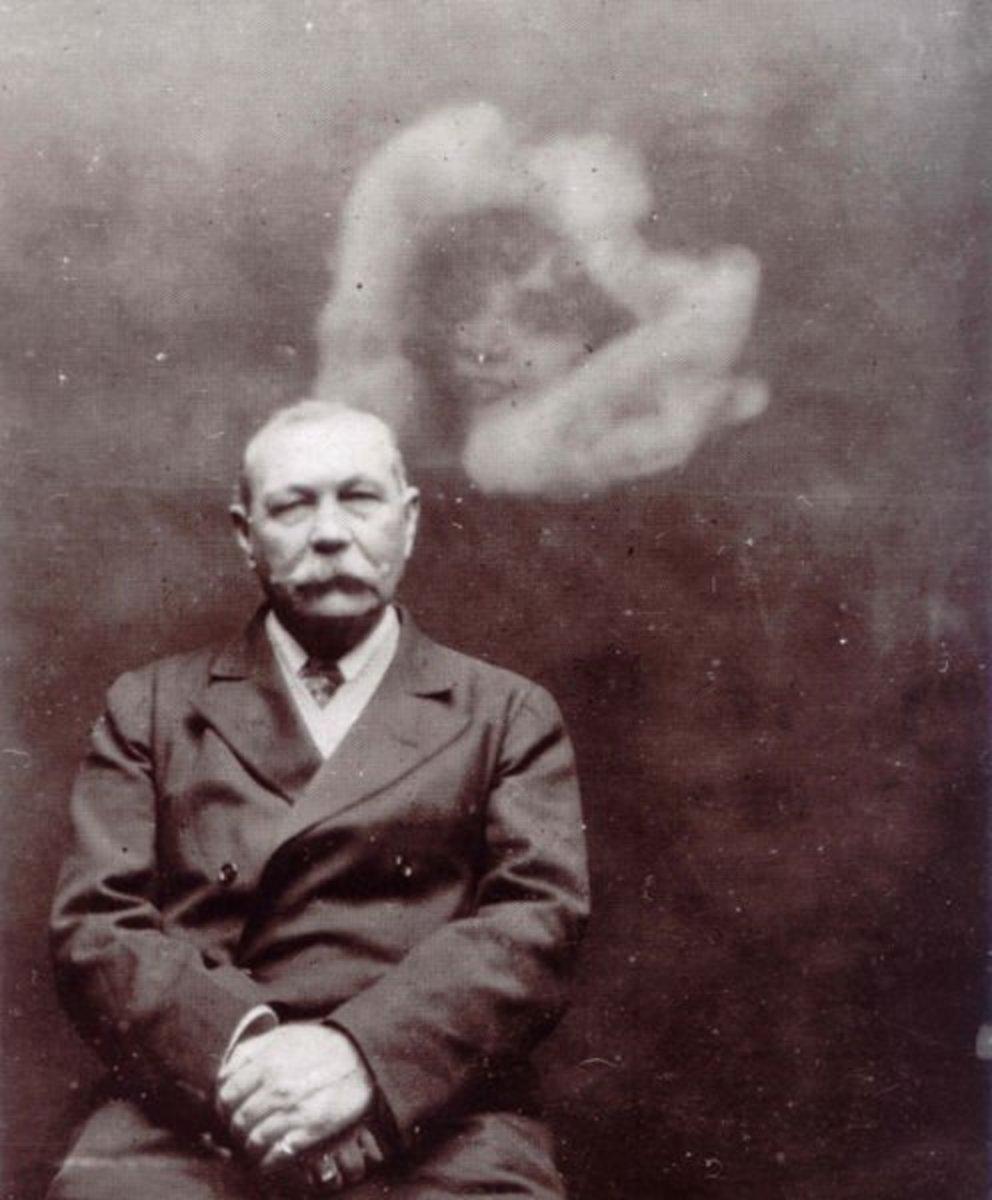Sir Arthur Conan Doyle photographed with a spirit by Ada Deane