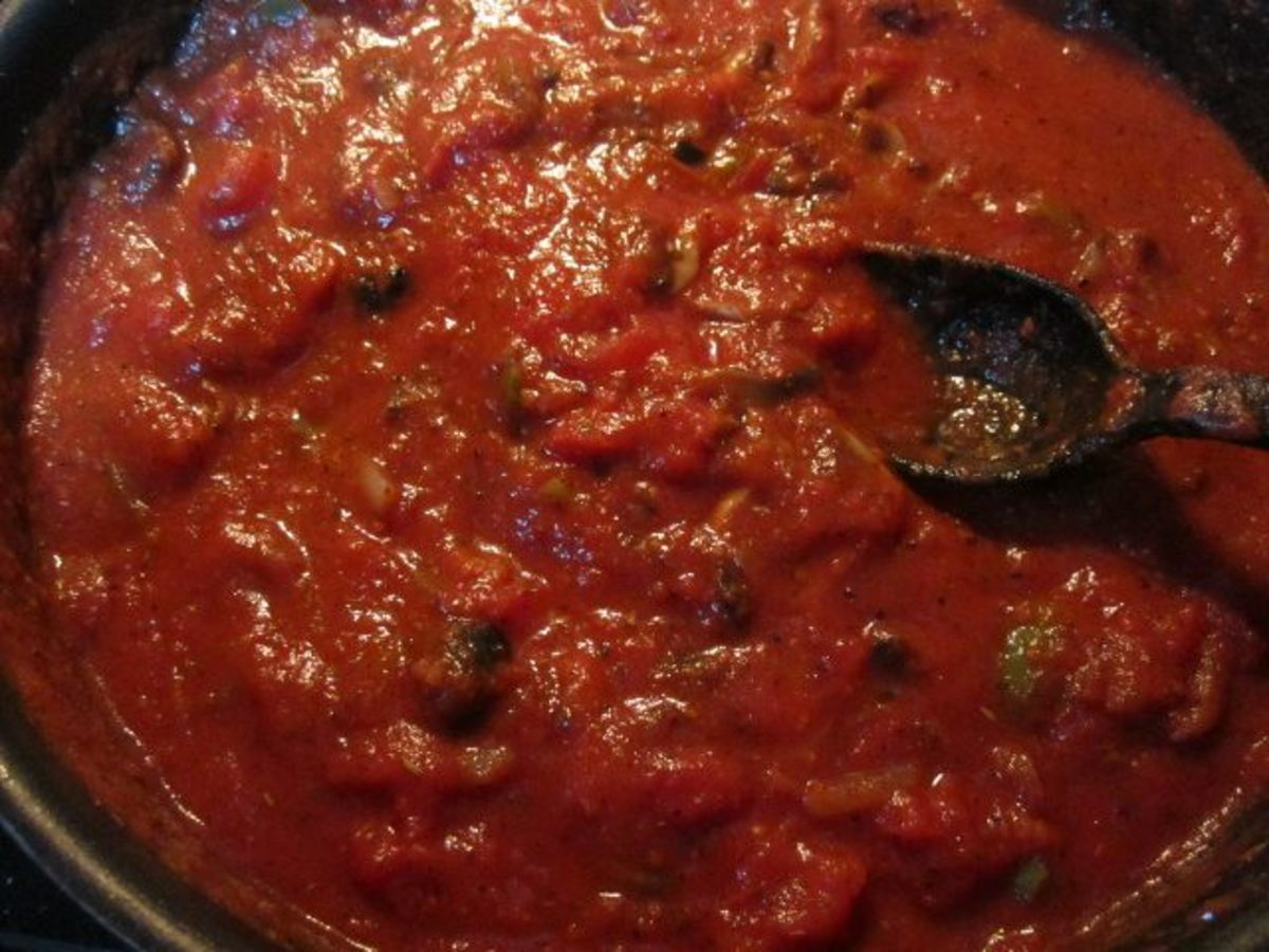 Best Easy Homemade Rich Spaghetti Sauce Recipe - Loaded with Mushrooms, Bell Peppers, More