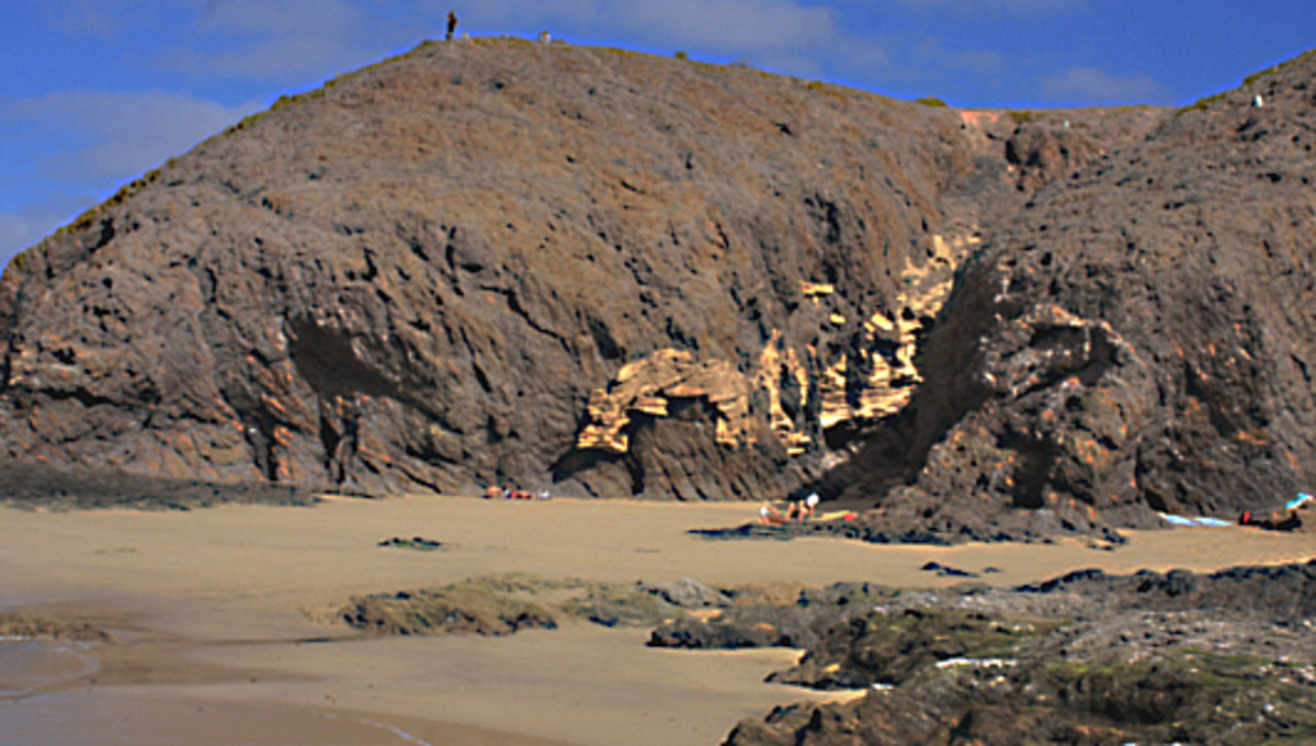 The first cove is believed to be Caleton del Cobre,  and is described as being 40 metres long and about 3 metres wide