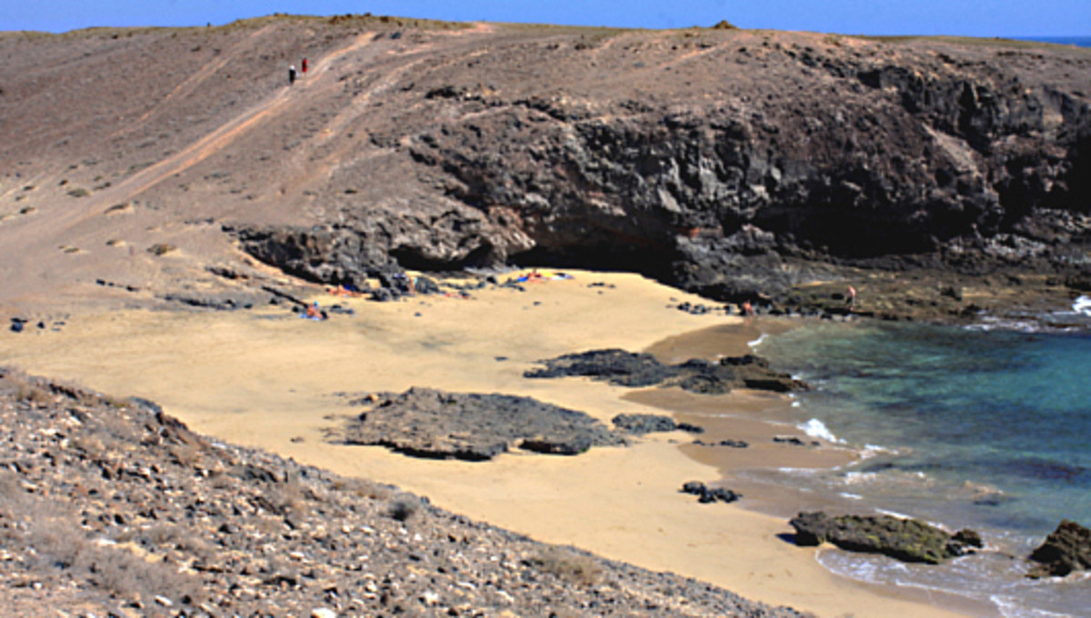 The shoreline at Puerto Muelas. Beyond the horizon, the Papagayo beaches are no more