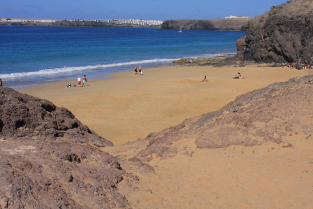 Playa de la Cera looking towards the rocks at the cliff base which lead to Playa del Pozo