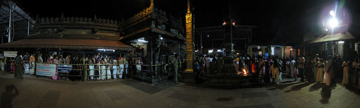 Inner view of the temple (Author : Vaikoovery)