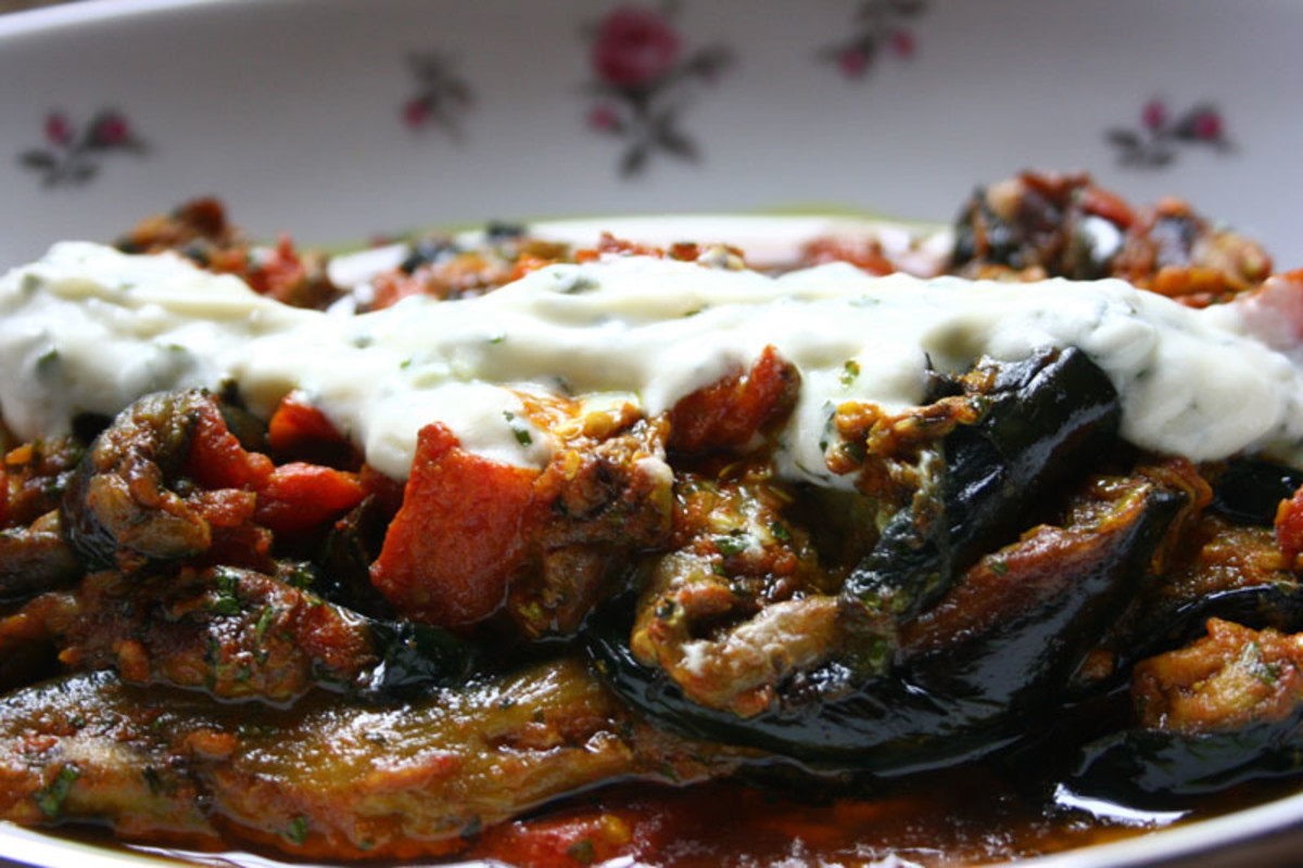 Borani Banjan Recipe (Afghan Eggplants with Tomato, Yogurt and Garlic Sauce)