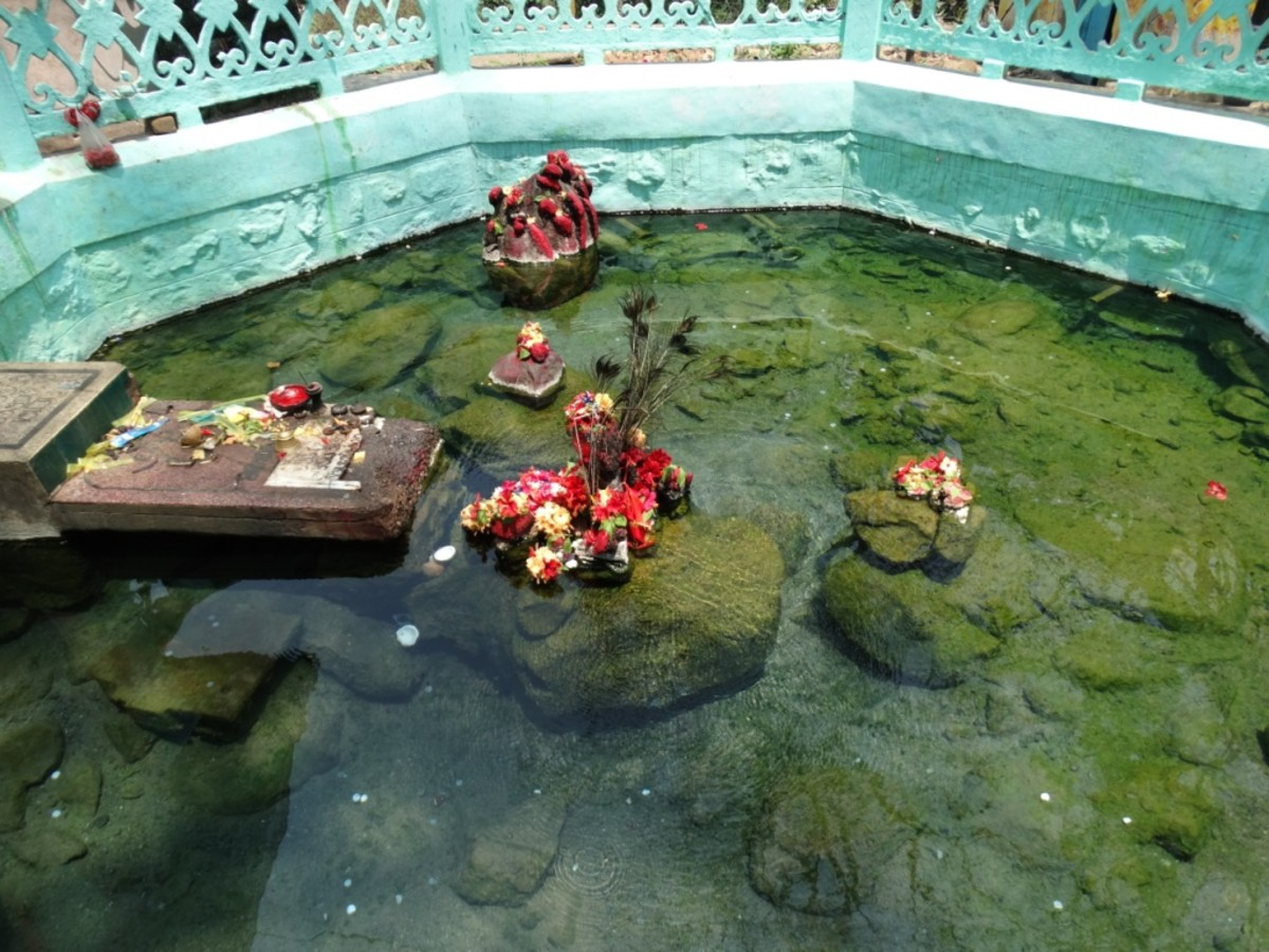 The hot spring with the idol of Kandhuni Mata at the centre of the Kund (pool) 1