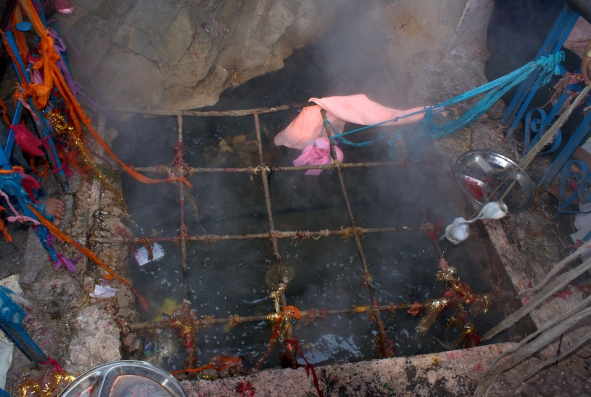 Hot spring at Yamunotri 2