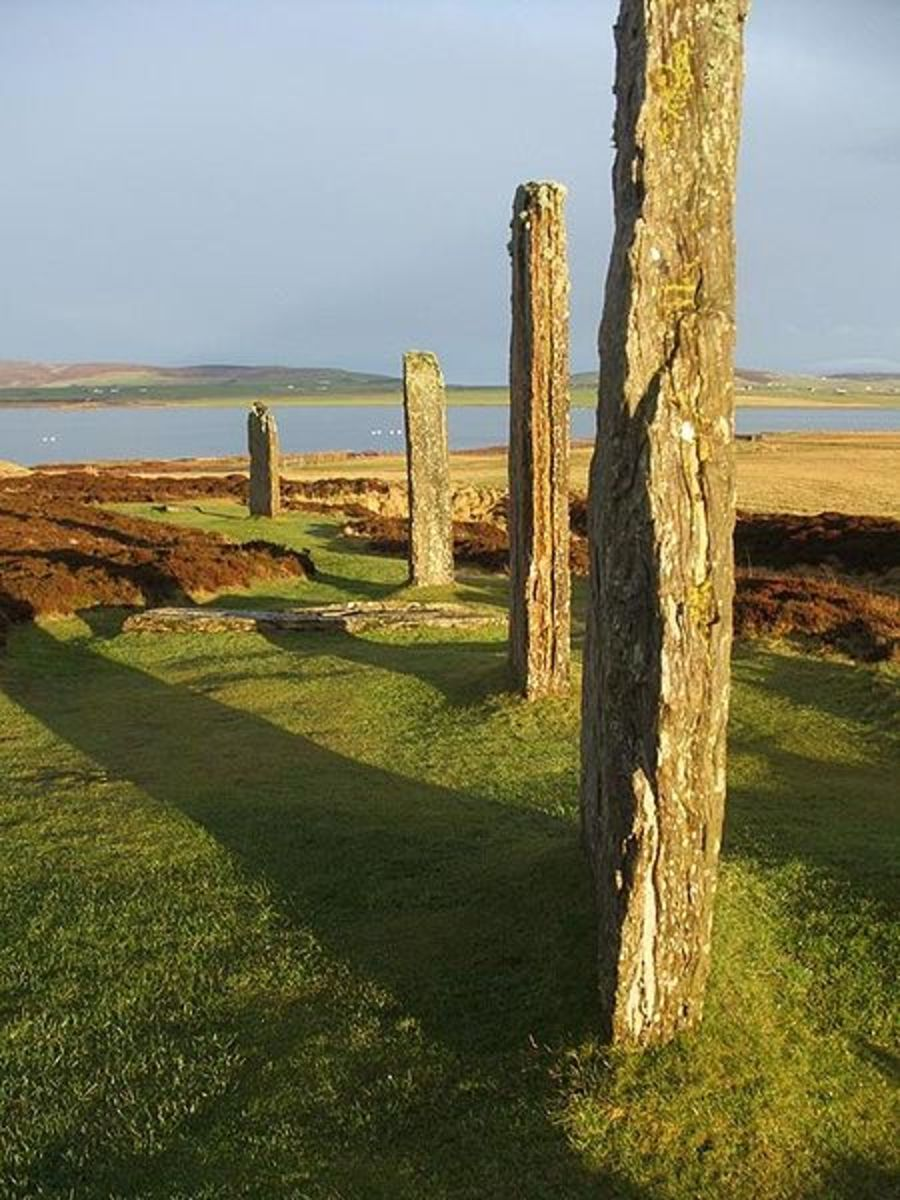 Ring of Brodgar on the Islands of Orkney. Photo by user Guinnog in Wiki Commons
