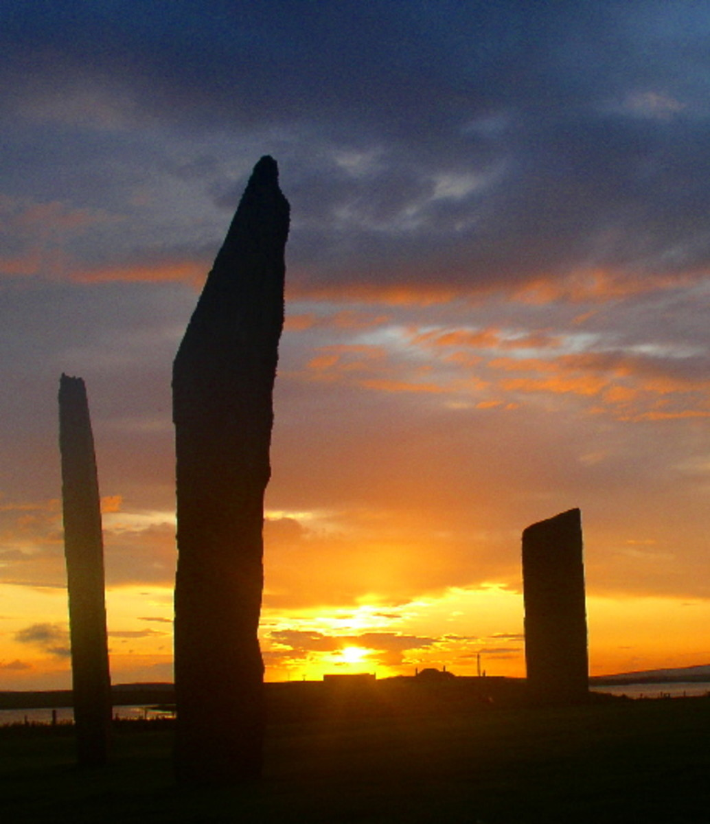 The Standing Stones of Stenness at sunset. Photo by  user Fantoman400 on Wiki Commons