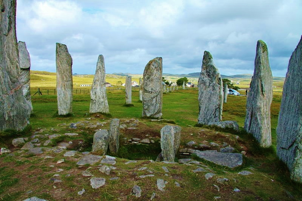 The interior of the Callanish Stones. Photo by Wiki Commons user Chmee2.