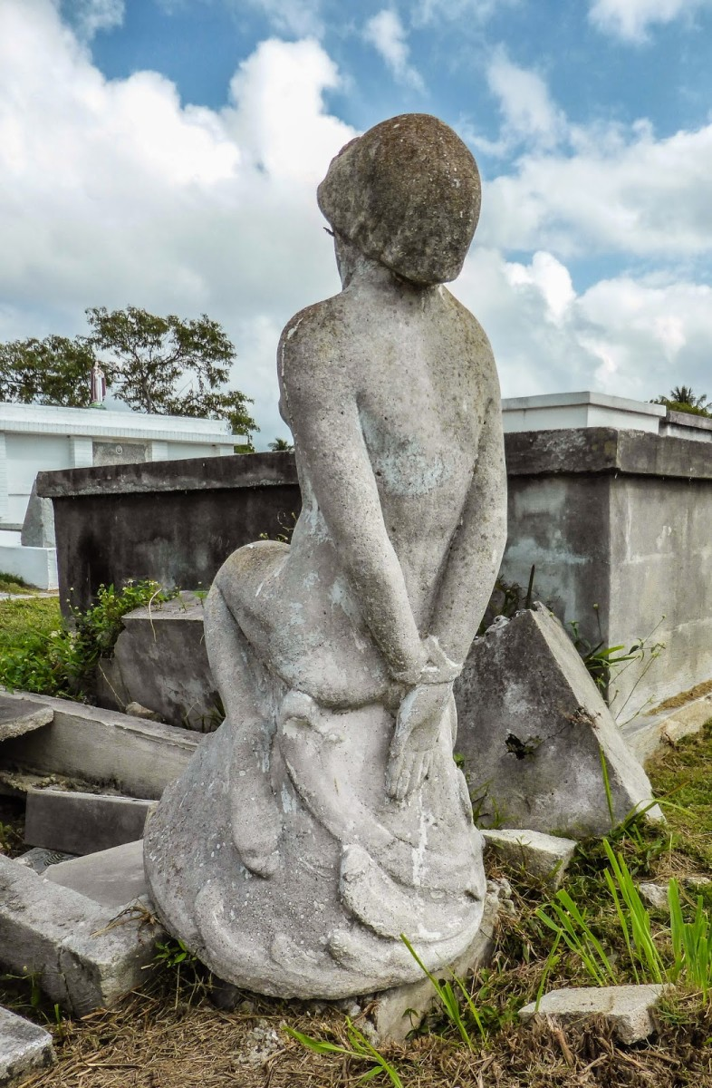 10 Fascinating Stories Behind the Grave