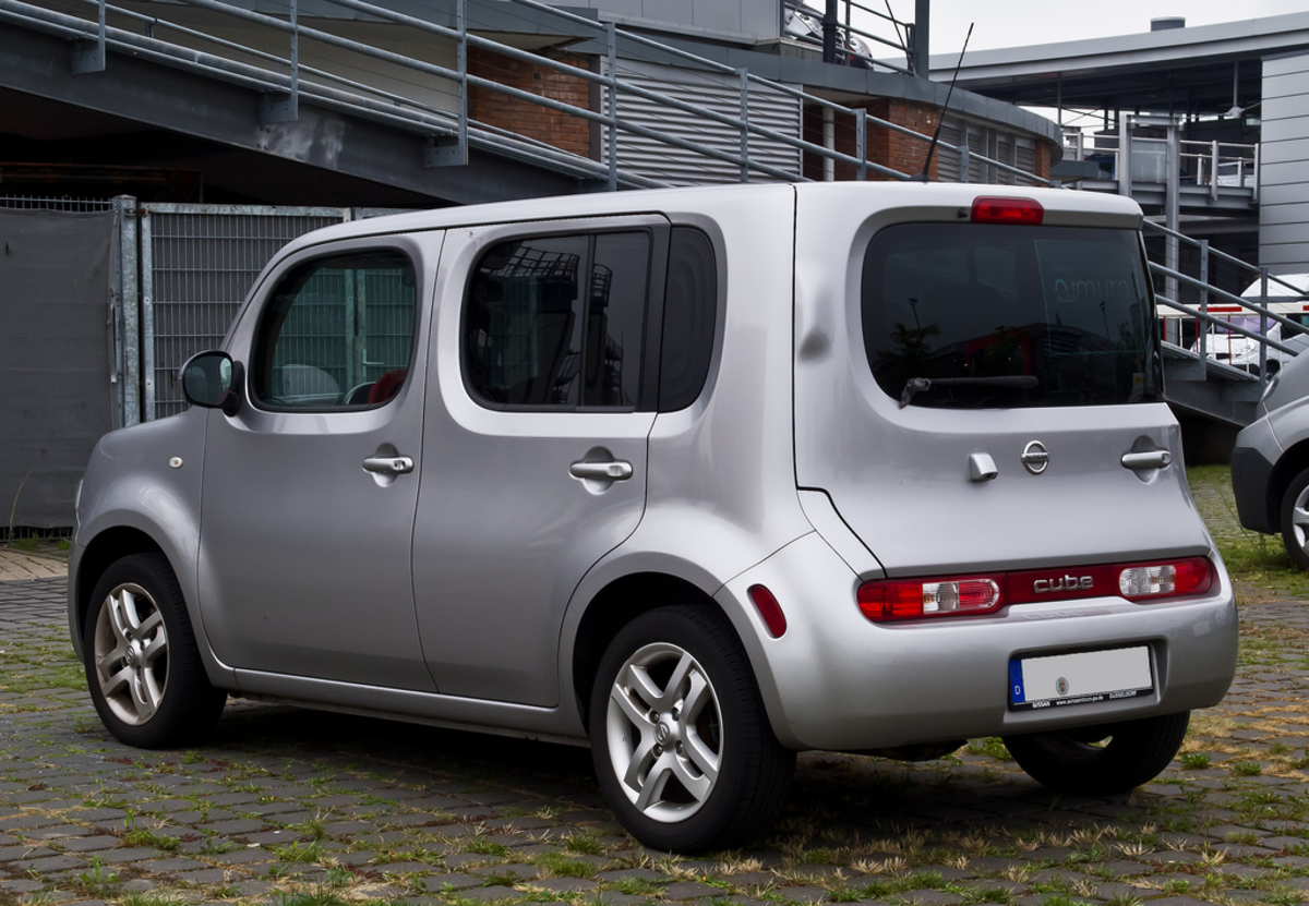Nissan Cube large trunk