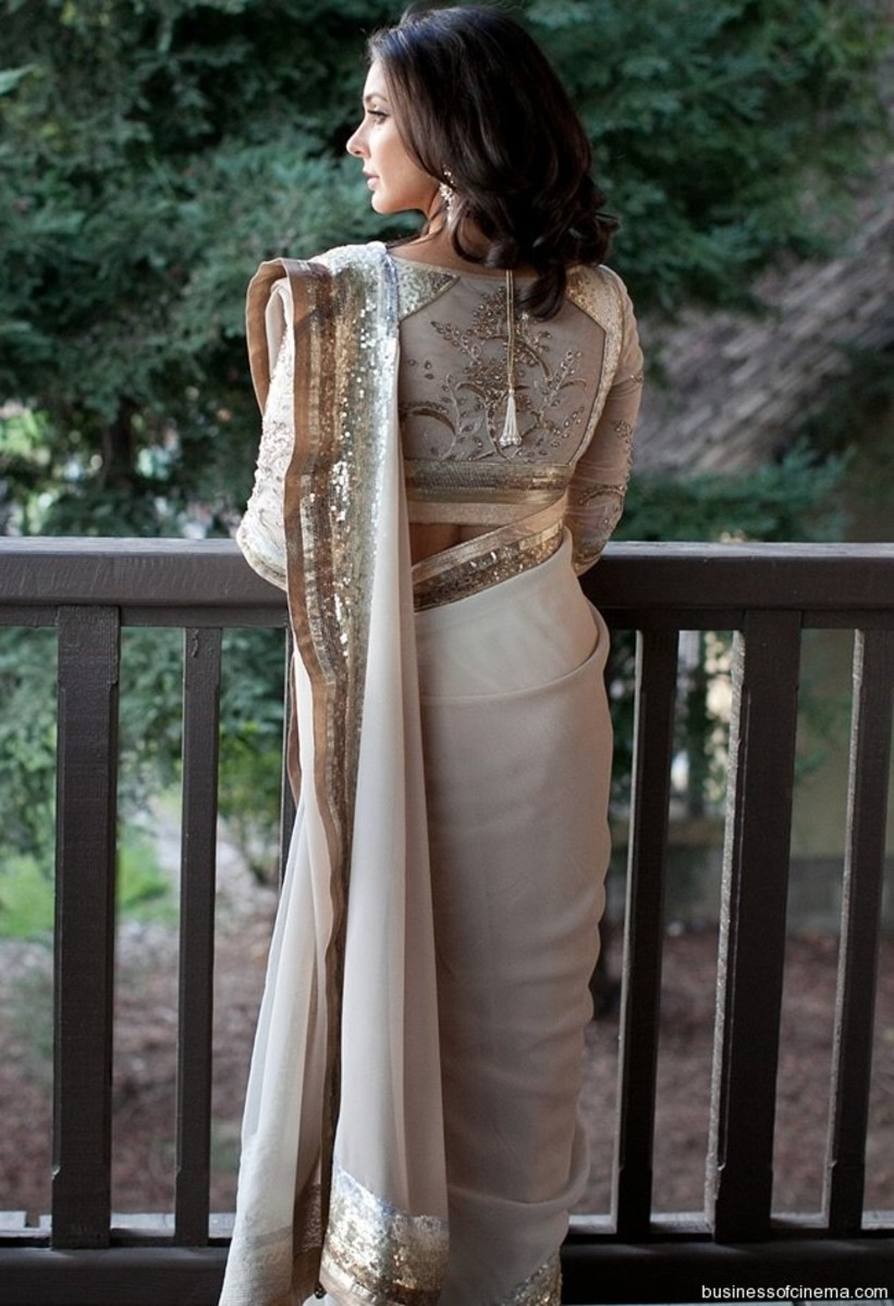 Offwhite serene saree look
