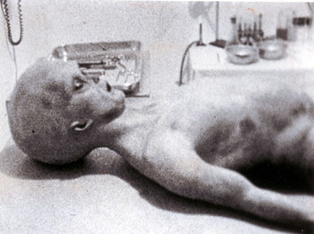 Roswell Alien body found at crash site.