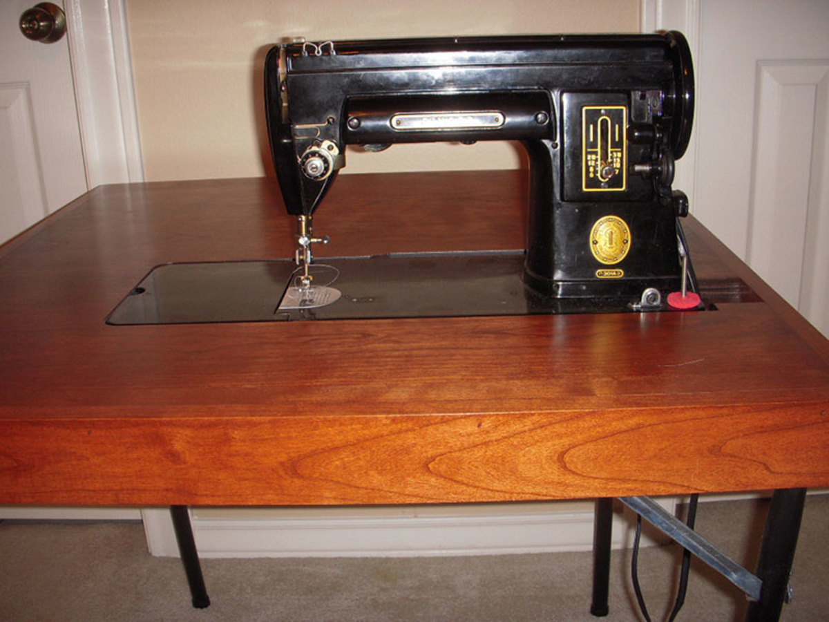 Singer 301 model machine in the reproduction table