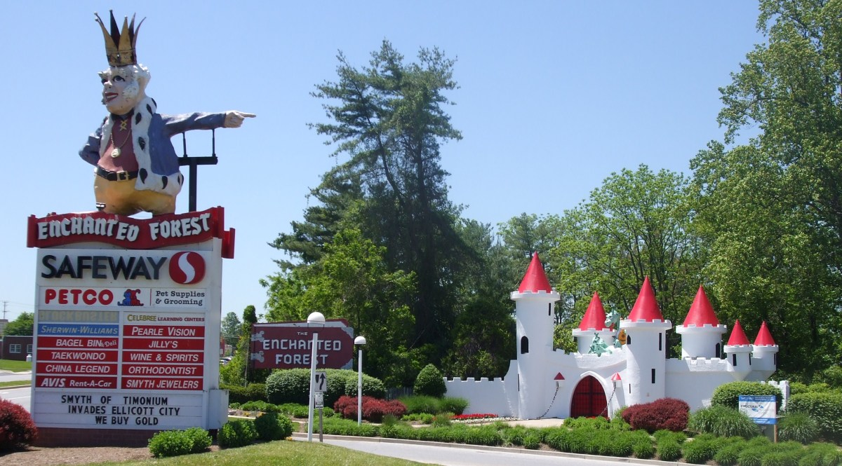Old King Cole Guards the entrance to what is now a shopping center.