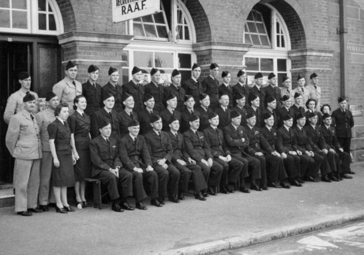 Staff of the No 3 Recruiting Centre, Creek St. Brisbane.
