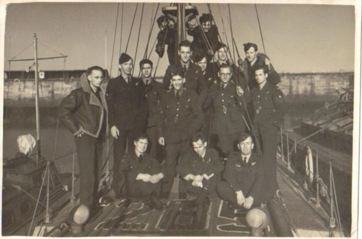 Top row standing (ignoring the two guys hanging on the mast). from L to R; Ron Last, Pete Balderston, unknown, Roger Nelson, Cliff Trotman, Les Anderson, Geoff Coombes. 2nd row s