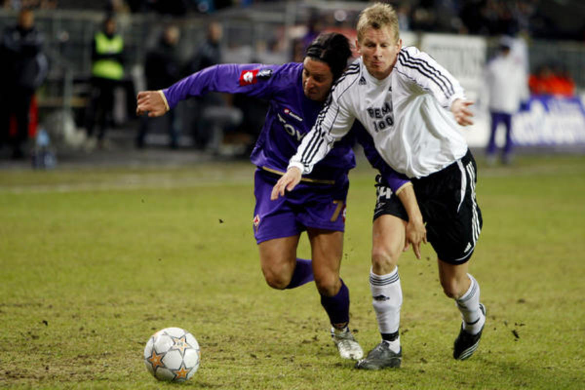 Steffen Iversen (R) of Rosenborg battles for possession in a UEFA Intertoto Cup match against Netherlands's NAC Breda on July 27, 2008. Rosenborg won 2-0 to secure the Intertoto Cup and a berth at the UECA Cup