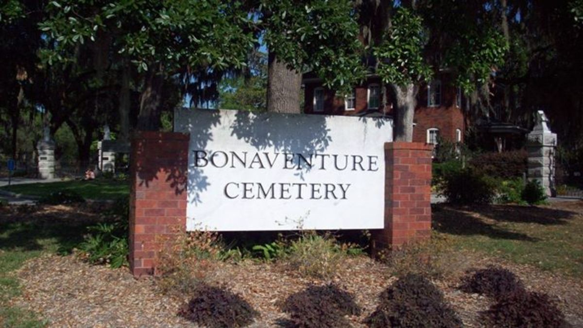 The front entrance sign for the cemetery.