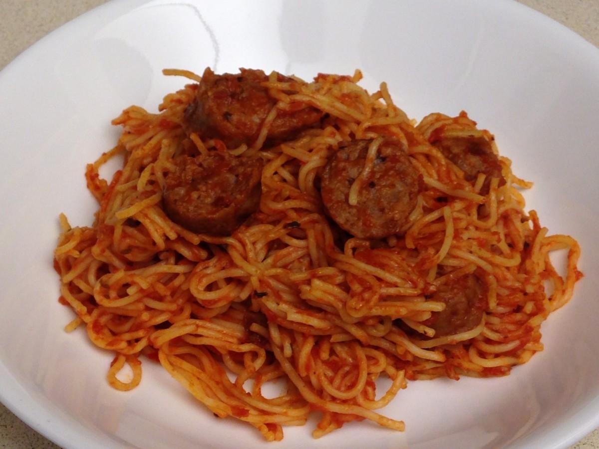 Spaghetti with a sliced brat