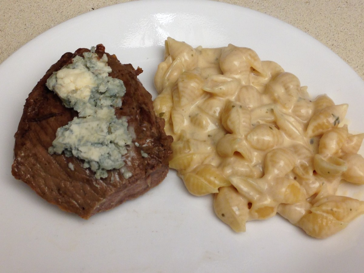 6 oz USDA Choice Sirloin steak topped with bleu cheese