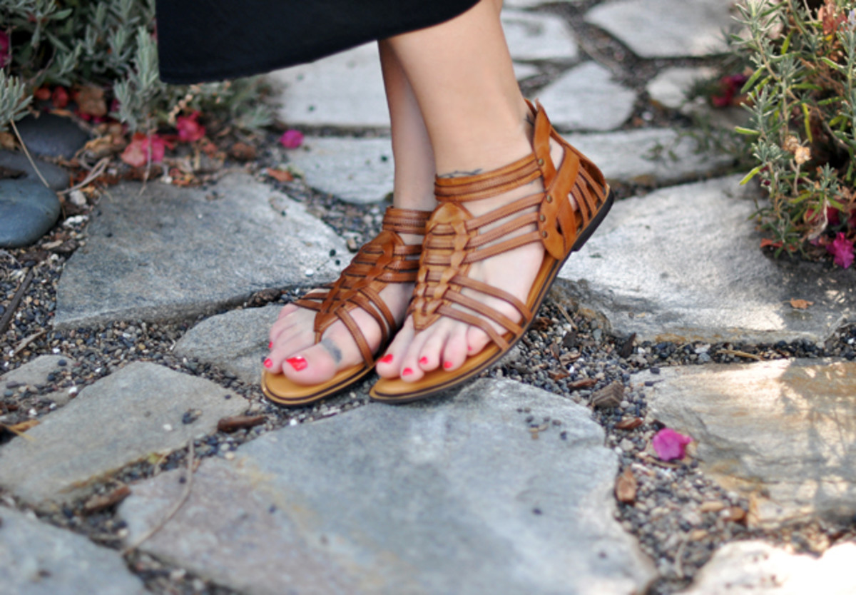 What shoes to wear with a maxi dress