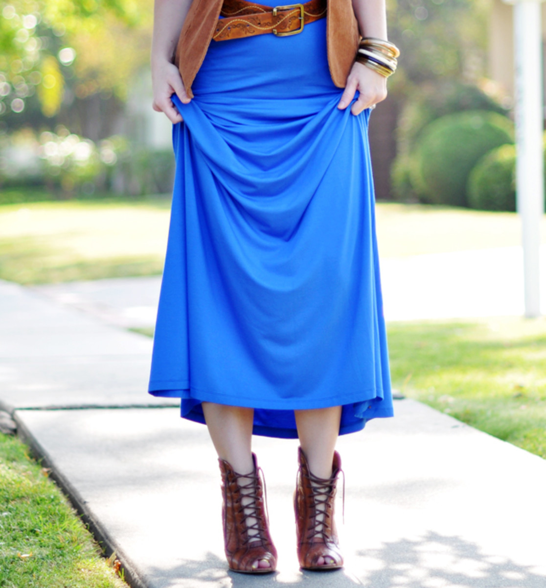Maxi dress with lace-up boots