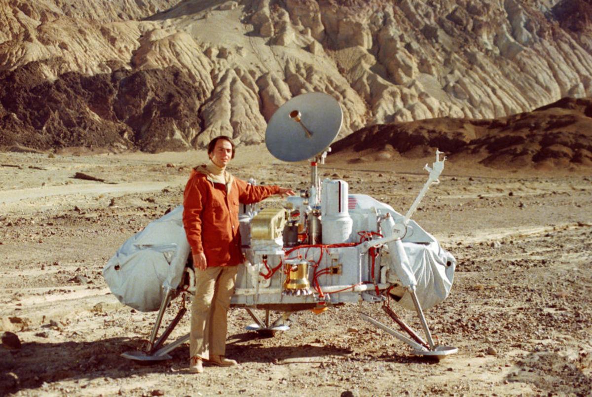 Carl Sagan and a Mars Viking lander