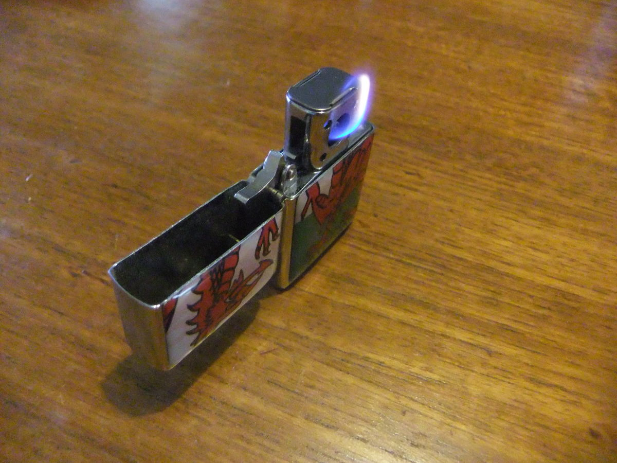 Vector Thunderbird pipe insert - a review and comparison with the traditional Zippo