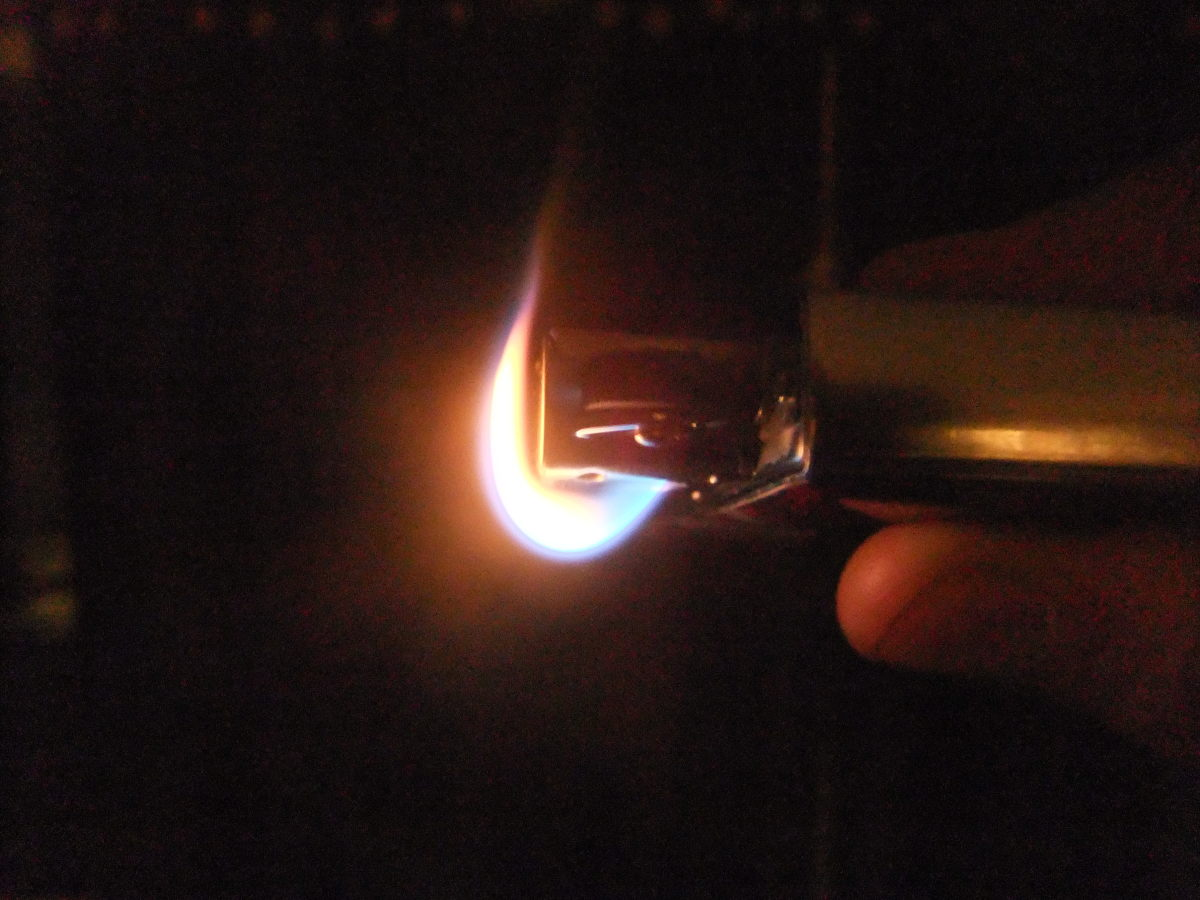 Because of the angle of the flame exiting the lighter, getting the flame into your pipe bowl is incredibly easy