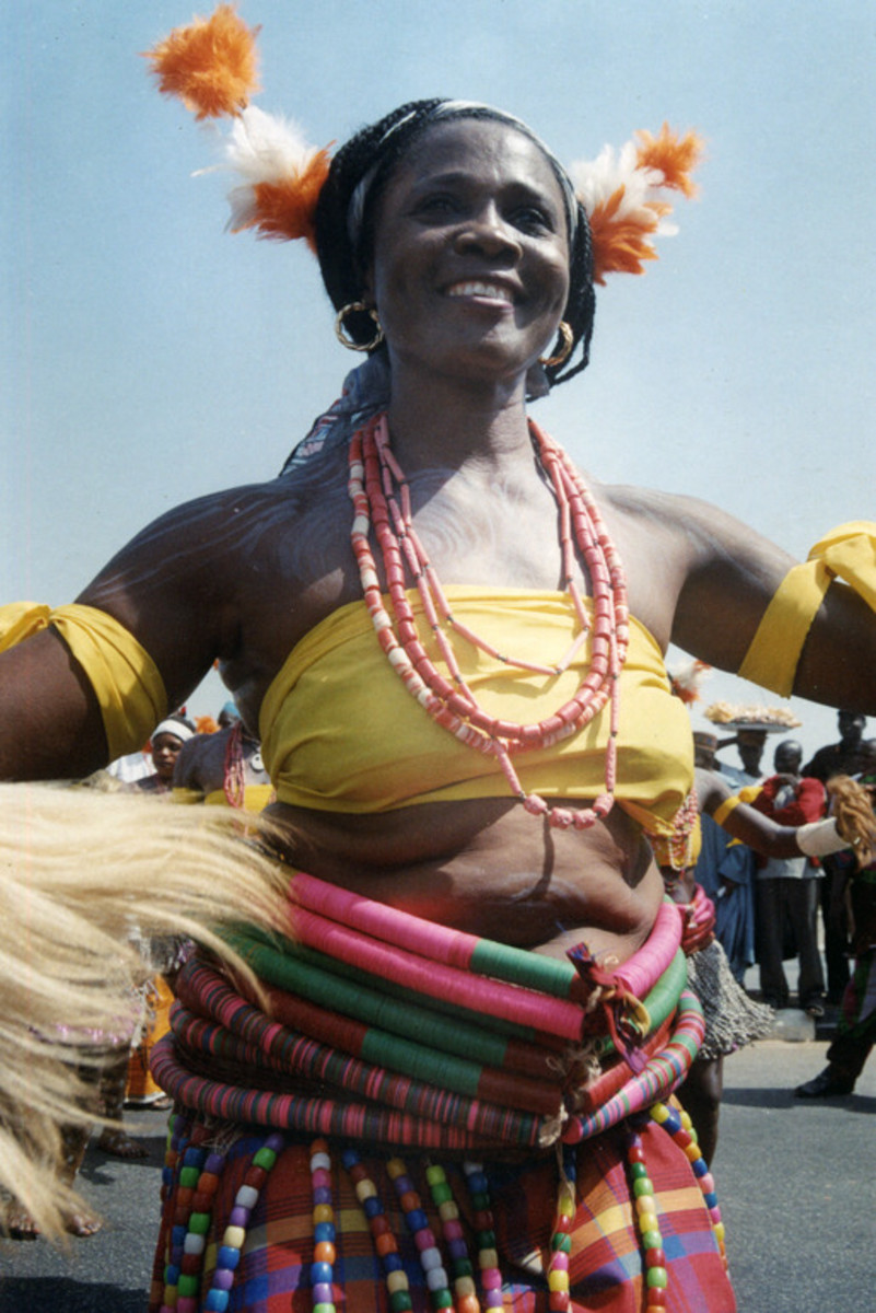 A woman Wearing jigida waist beads