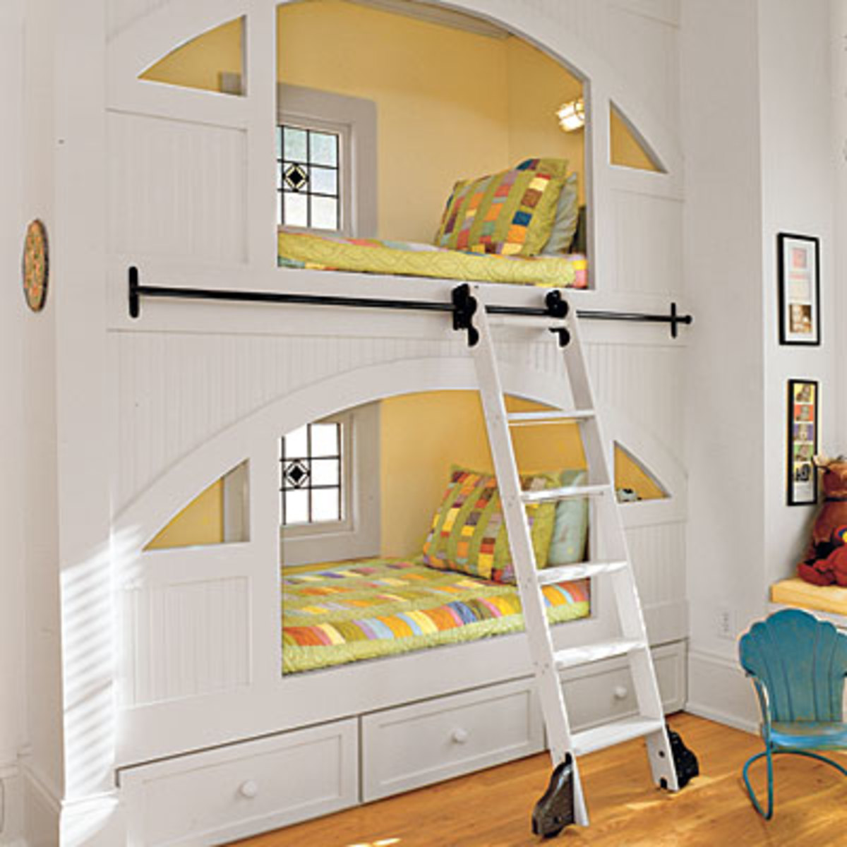 Ladder with Sliding Rail for Bunk Beds Built In