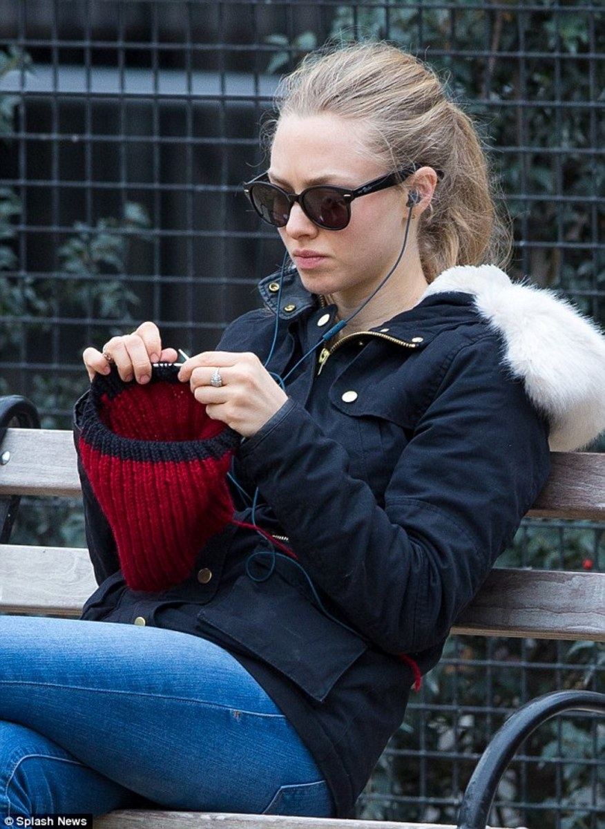 Celebrities Who Knit  ...