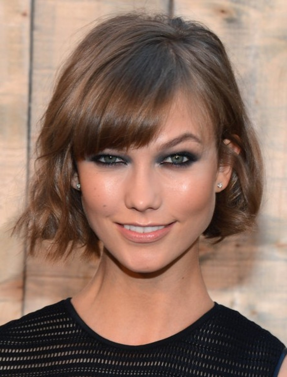 Karlie Kloss sports a wavy bob.