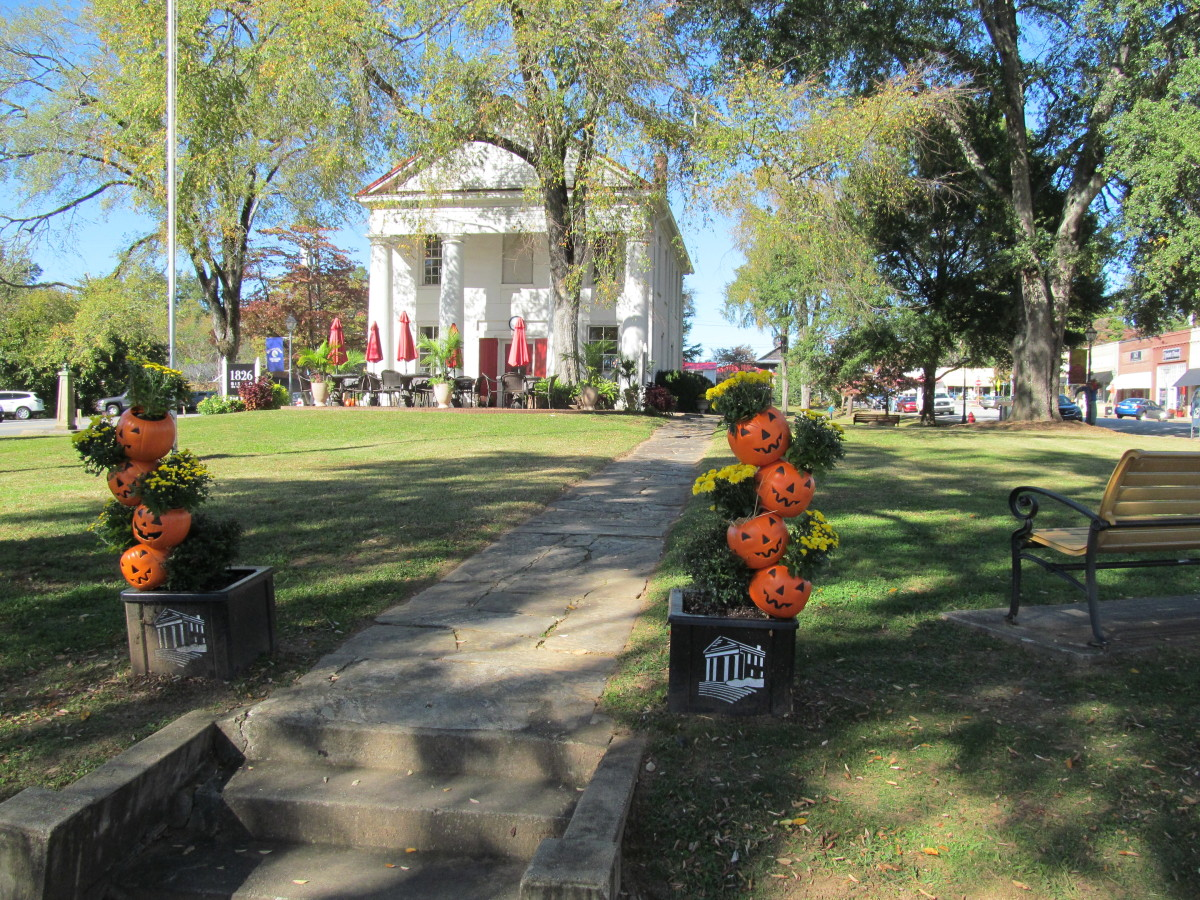 The beautiful Pumpkins and Flowers in the planters around town were provided by the Town of Pendleton and constructed by the Pendleton Garden Club.  A great addition!