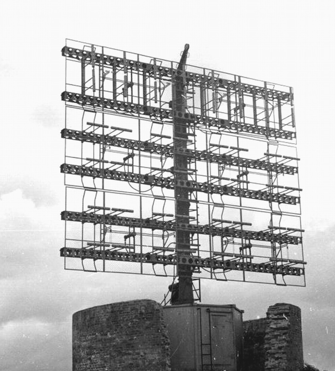 FuMG 80 'Freya, the radar system in operation at Pourville west of Dieppe, Flt Sgt Nissenthall's target to investigate or render useless