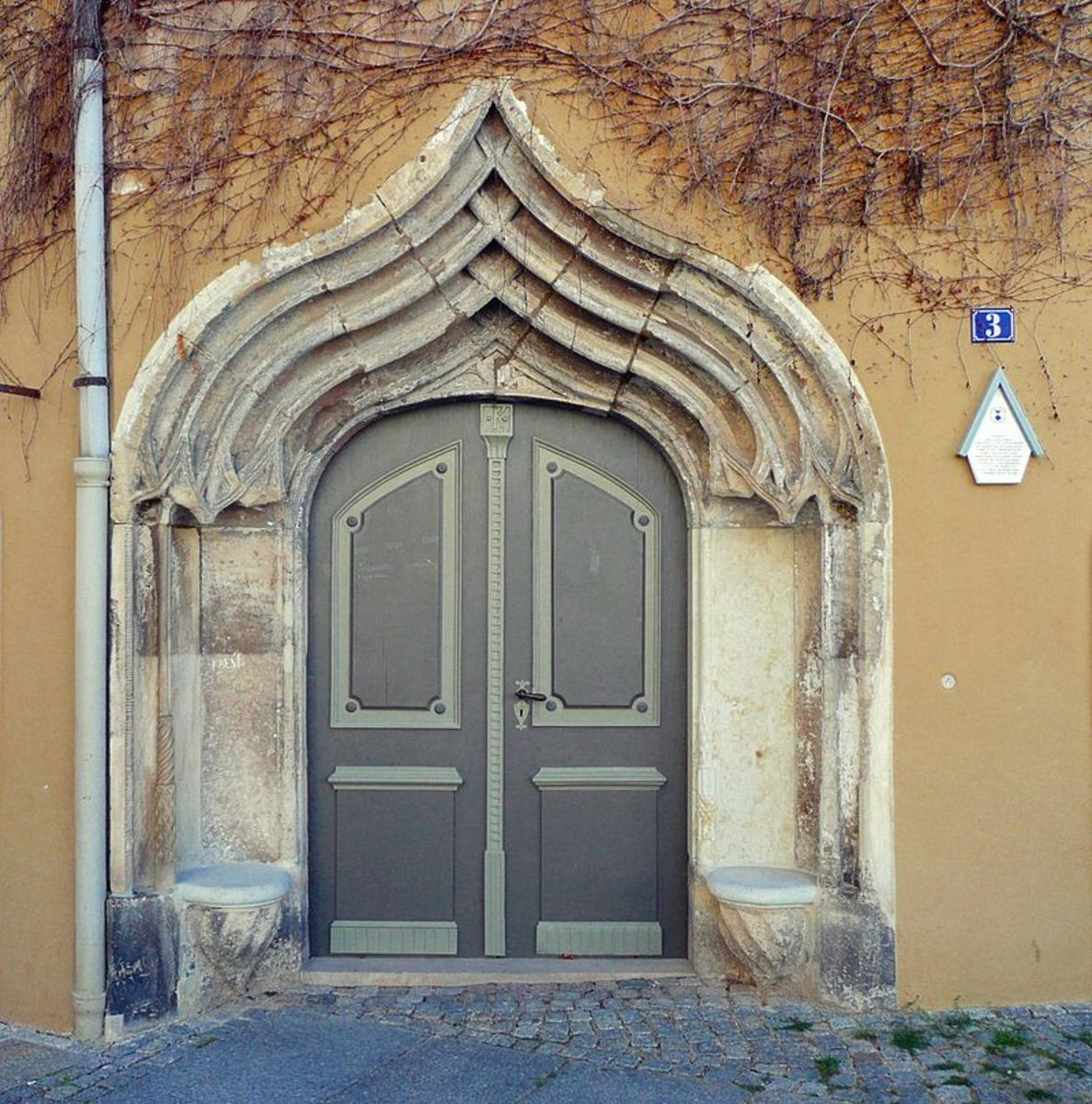 An ogee-arched doorway in Pirna, Germany
