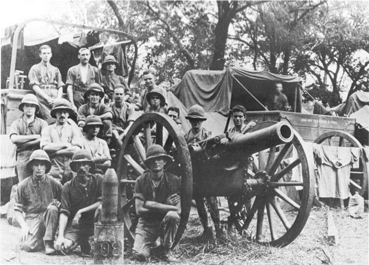 """BL5.4inchHowitzer and crew, EastAfrica, 1916 or 1917. Photo courtesy of SANDF Archives, from Nöthling, C J (ed), """"Ultima Ratio Regum: Artillery History of South Africa"""" 1987"""