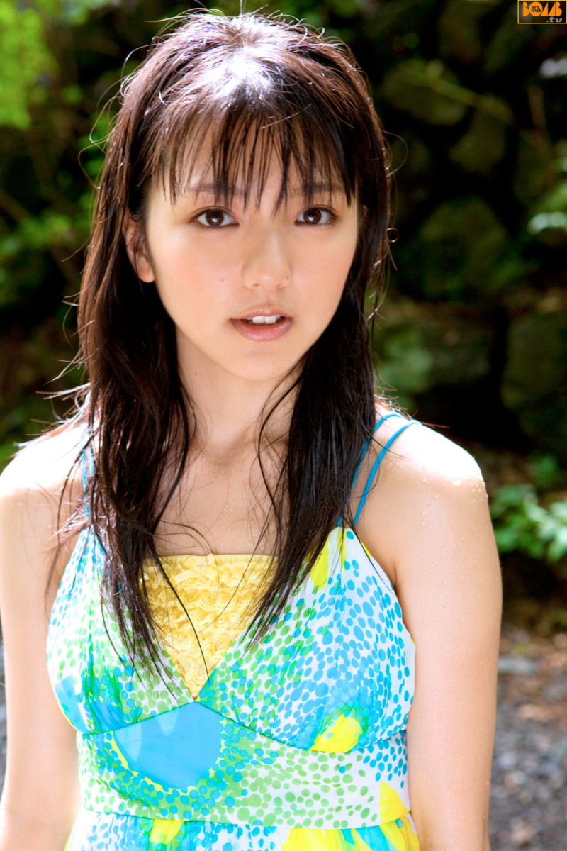 erina-mano-cute-japanese-singer-that-is-skilled-at-playing-the-piano