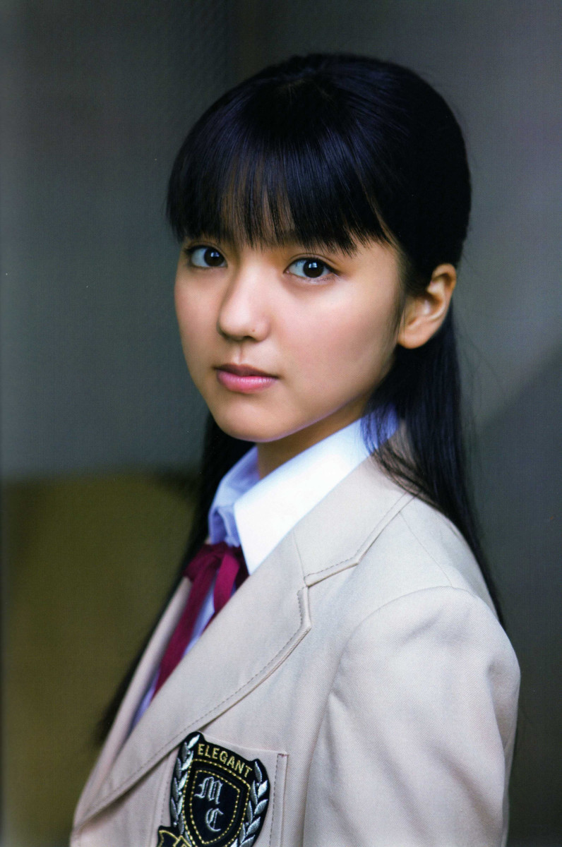 Erina Mano Cute Japanese Singer That is Skilled At Playing the Piano