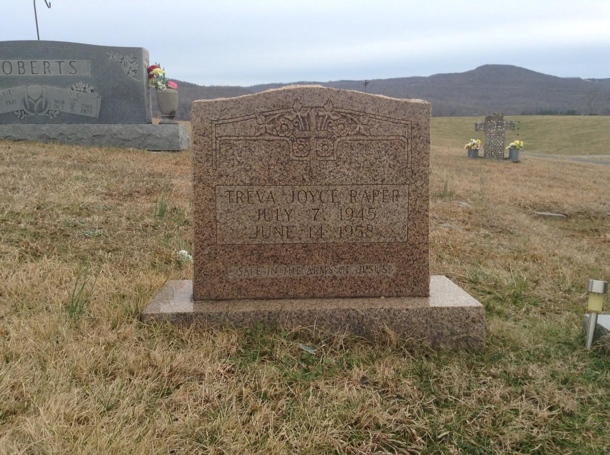 Treva Joyce Raper's grave at Crain Hill Cemetery, Van Buren County, Tennessee