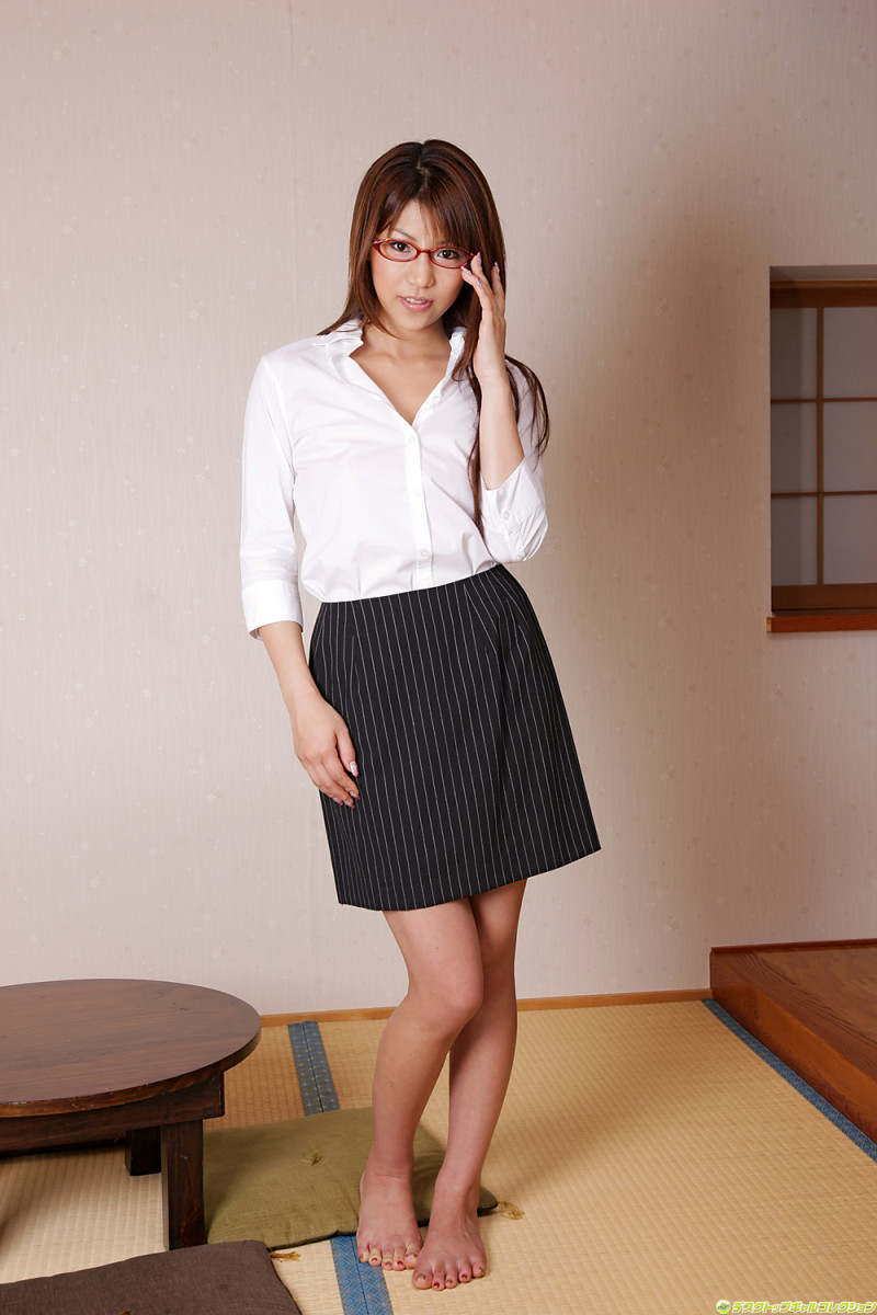 Is Nana Kasai ready to go to the office?