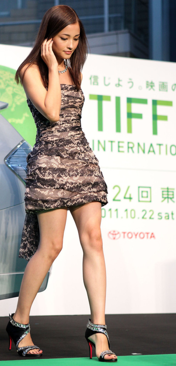 Meisa Kuroki walks in public at the Tokyo International Film Festival wearing one of the most gorgeous dresses that I have ever seen!